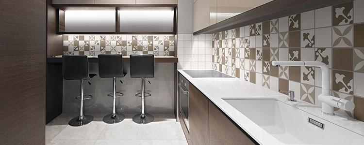 Le carrelage un relooking tendance pour votre cr dence de cuisine guide artisan - Image carrelage cuisine ...